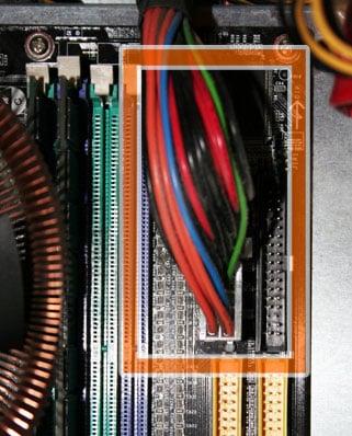 Stromkabel an das Mainboard
