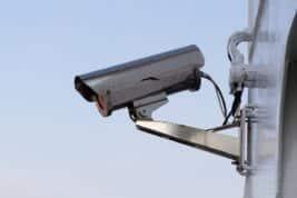 Eine IP Kamera installieren und sich vor Einbrechern schützen: So geht's